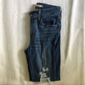 Levi High Rise Straight Jean size 25